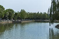 湖边风景远景照