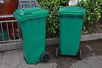 绿色环保垃圾桶