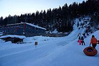 梦幻家园雪圈滑道