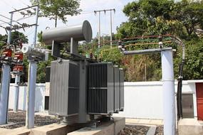某水电站的一座小型变电站