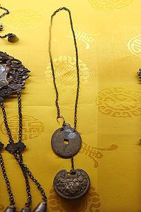 雕刻图案铜钱锁子