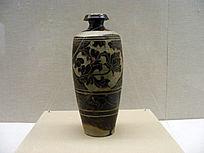 褐釉剔刻牡丹花纹经瓶