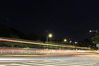 人行道上的车流轨迹
