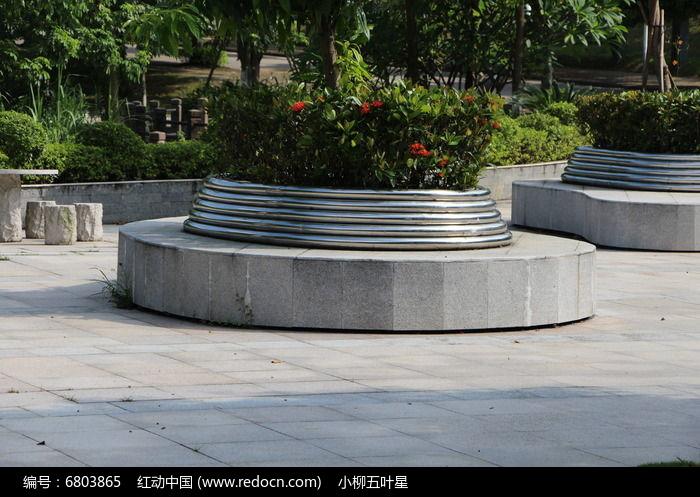 圆形花岗岩石头护栏图片