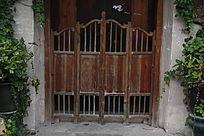 低矮中式木门