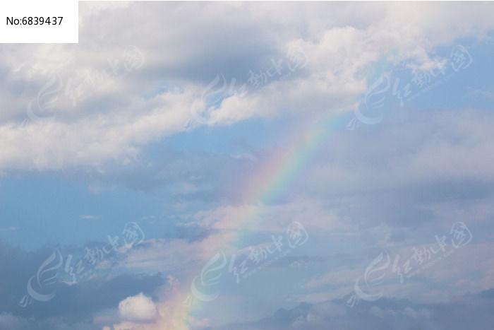 天空出现那一道彩虹_彩虹天空