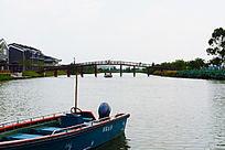 湖面上的木桥