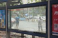 空白的公交站广告牌