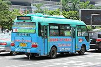蓝色的公交车