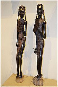 两个非洲女人雕塑