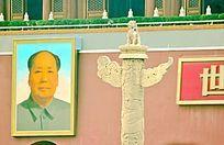 毛主席像与华表