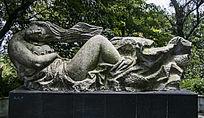 美丽女子睡眠雕塑