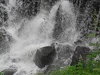 飞流的瀑布山水景色图片