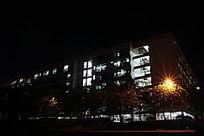 广药字母栋宿舍楼夜景