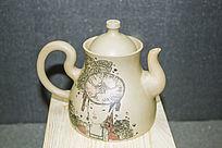 民族少女图案茶壶
