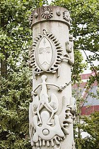 图腾雕刻石柱