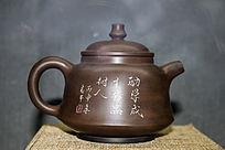 一个棕色的亮泽茶壶