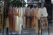 连衣裙货架