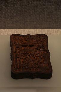 清朝中期檀香木雕人物名片盒