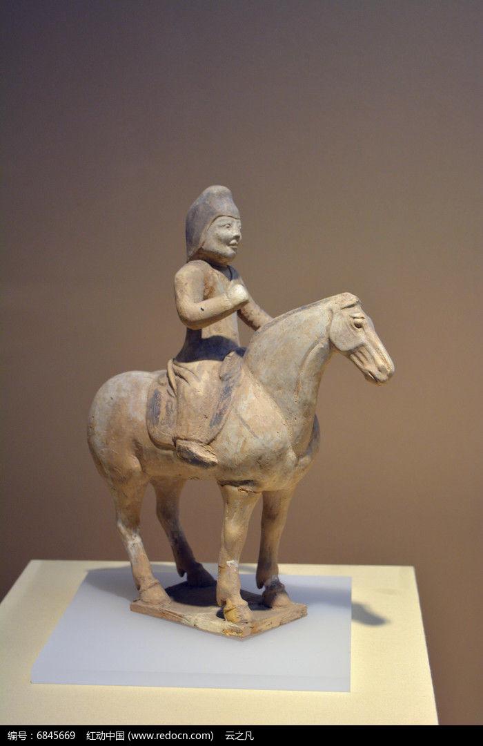 唐代彩陶骑兵俑图片,高清大图