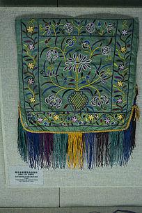 维吾尔族绣花卉纹围巾