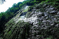 峡谷峭壁细细流水图片