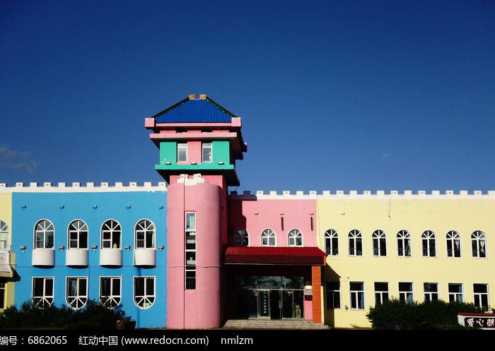 幼儿园彩色楼房