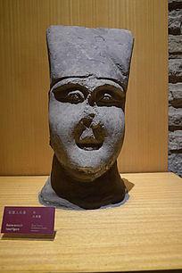 鼻子残缺的石人头