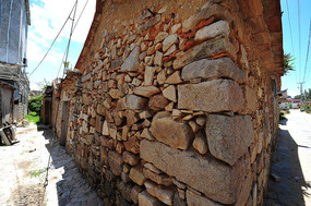 六鳌古镇磊石墙