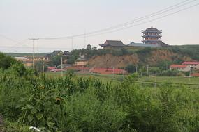 山崖上的灵宝寺