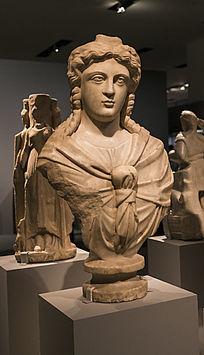 生命与健康之神伊西斯雕像