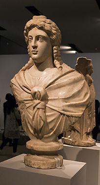 生命与健康之神伊西斯雕像近景