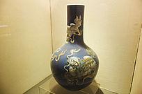狮子纹瓷瓶
