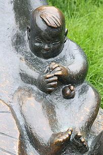 铜雕男婴儿