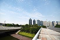 现代都市路桥楼