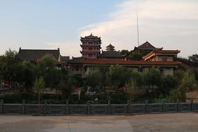 夕阳下的灵宝寺