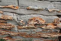 岩石灰色橘黄色层层叠叠
