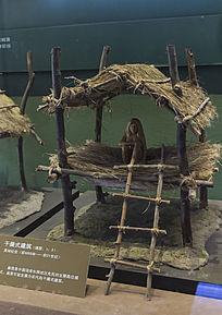 原始社会干阑式建筑模型