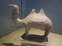 双峰骆驼陶像