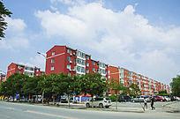 鞍山太平多层居民楼群与朵朵白云