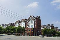 鞍山太平公路边深红色多层居民住宅楼群