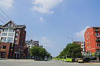 鞍山太平公路与两边的多层居民住宅楼群