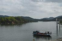 江河游船风景图片
