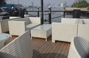 江景酒店餐桌图片