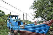 蓝色木船摄影图