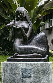 美女与鸽子铜像