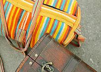 行李细节摄影图