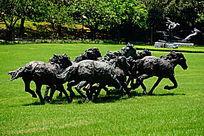奔跑的马雕像