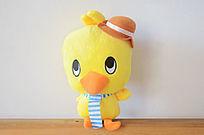 带帽子的小黄鸡布娃娃图片