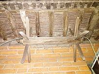 房檐下的织布机